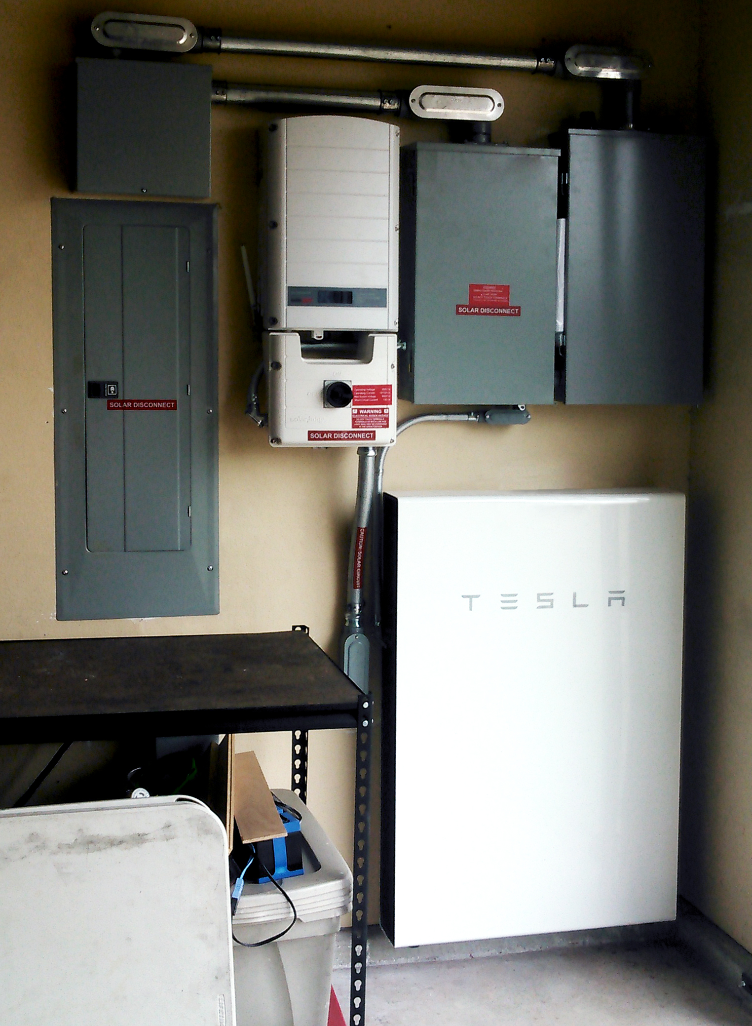 Solarponics installs Tesla Powerwalls